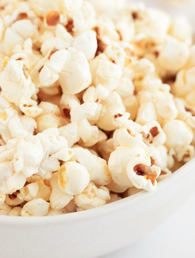 Palomitas de Maíz Veganas. - Estas palomitas de maíz veganas no llevan mantequilla y están hechas con ingredientes naturales. Son más sanas y además están para chuparse los dedos. #vegano #singluten #danzadefogones