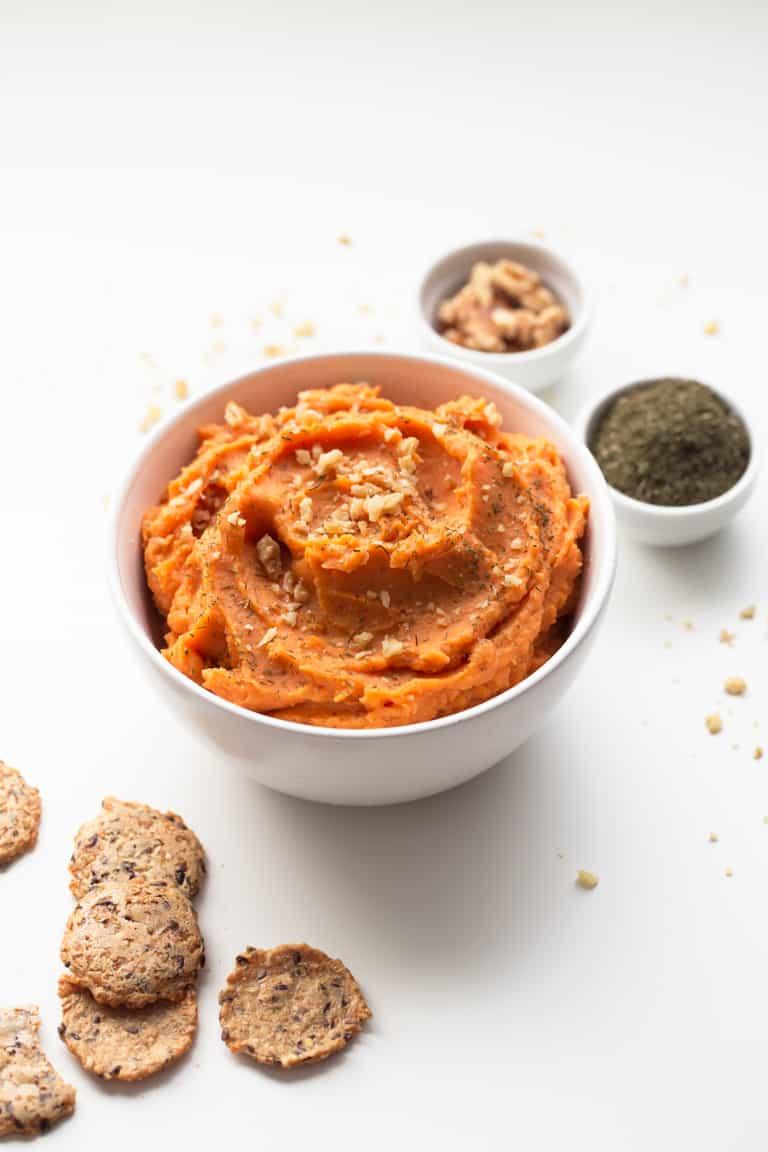 Puré de Batata Vegano - Sólo se necesitan 7 ingredientes para preparar este puré de batata vegano. Es muy cremoso, sabroso y está listo en unos 30 minutos.