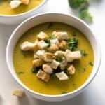 Sopa de Brócoli y Queso Vegano - Esta sopa de brócoli y queso vegano es muy sabrosa, saludable, baja en grasa y muy sencilla. Es perfecta como primer plato o para una comida o cena ligera.