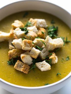 Sopa de Brócoli y Queso Vegano