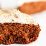 Tarta de Calabaza Vegana y Sin Gluten. - Esta tarta de calabaza vegana y sin gluten es un postre ideal para el otoño. Está hecha con ingredientes naturales y nuestro frosting vegano de anacardos. #vegano #singluten #danzadefogones
