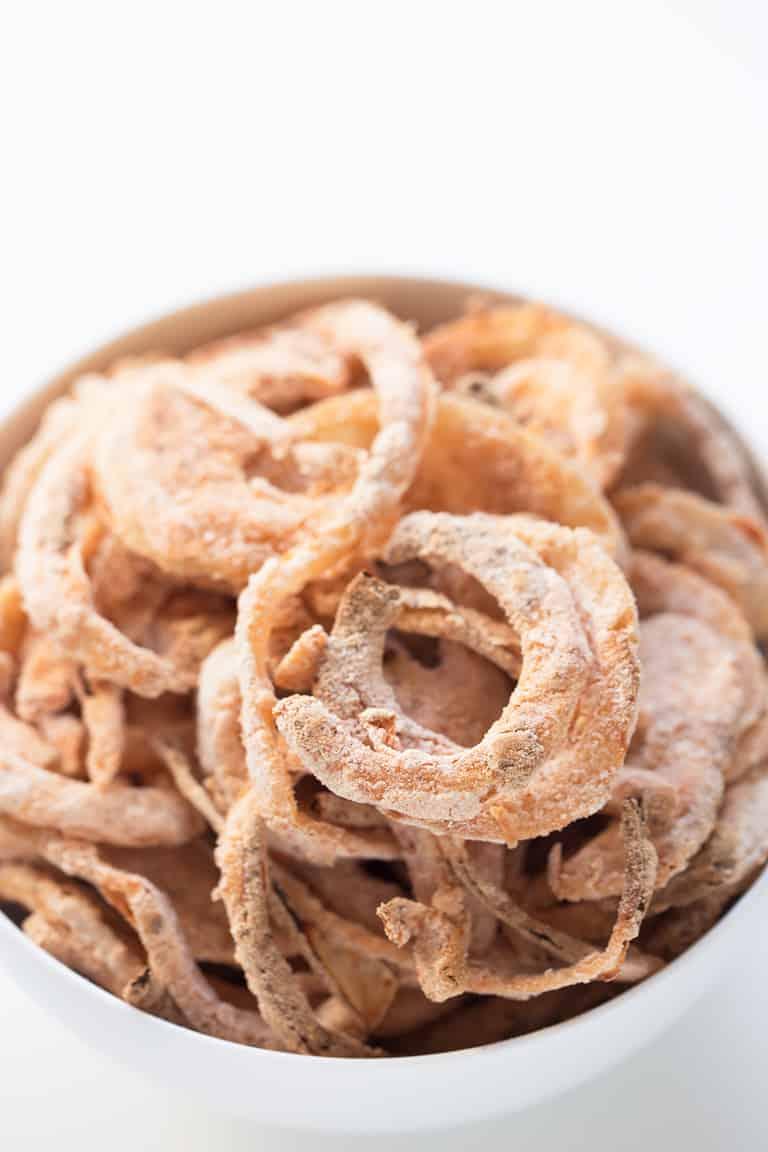 Tiras de Cebolla al Horno - Las tiras de cebolla al horno se pueden tomar como aperitivo o sobre sopas, cremas, guisos o cualquier plato que os guste. Éstas son veganas y sin gluten.