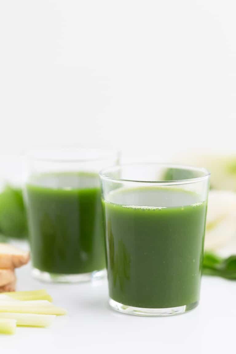 Zumo o Jugo Verde Para Principiantes - Este zumo o jugo verde es perfecto para principiantes porque está hecho con ingredientes sencillos y está muy rico. Es una bebida muy nutritiva y saludable.