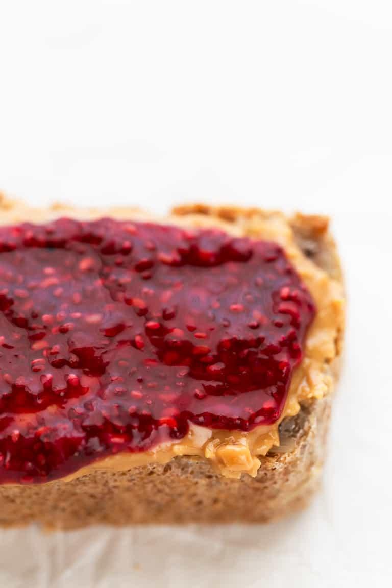 Mermelada de Semillas de Chía - Esta mermelada de semillas de chía es mi preferida y se prepara en 10 minutos con 5 ingredientes. Puedes usar cualquier fruta y endulzante, pero a mi me encanta con frambuesas y sirope de arce. #vegano #singluten #danzadefogones