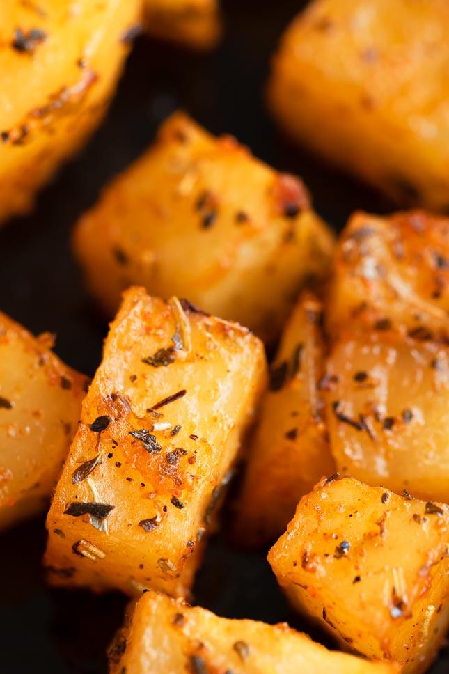Foto de cerca de patatas al horno