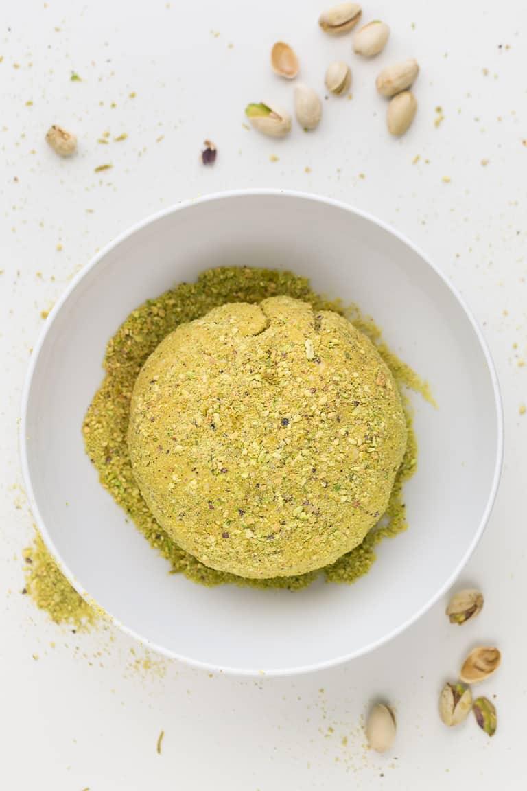 Queso Vegano de Anacardos - Este queso vegano de anacardos es cremoso, untable y muy fácil de hacer. Sólo necesitas 9 ingredientes y tiene un sabor intenso y delicioso. #vegano #singluten #danzadefogones