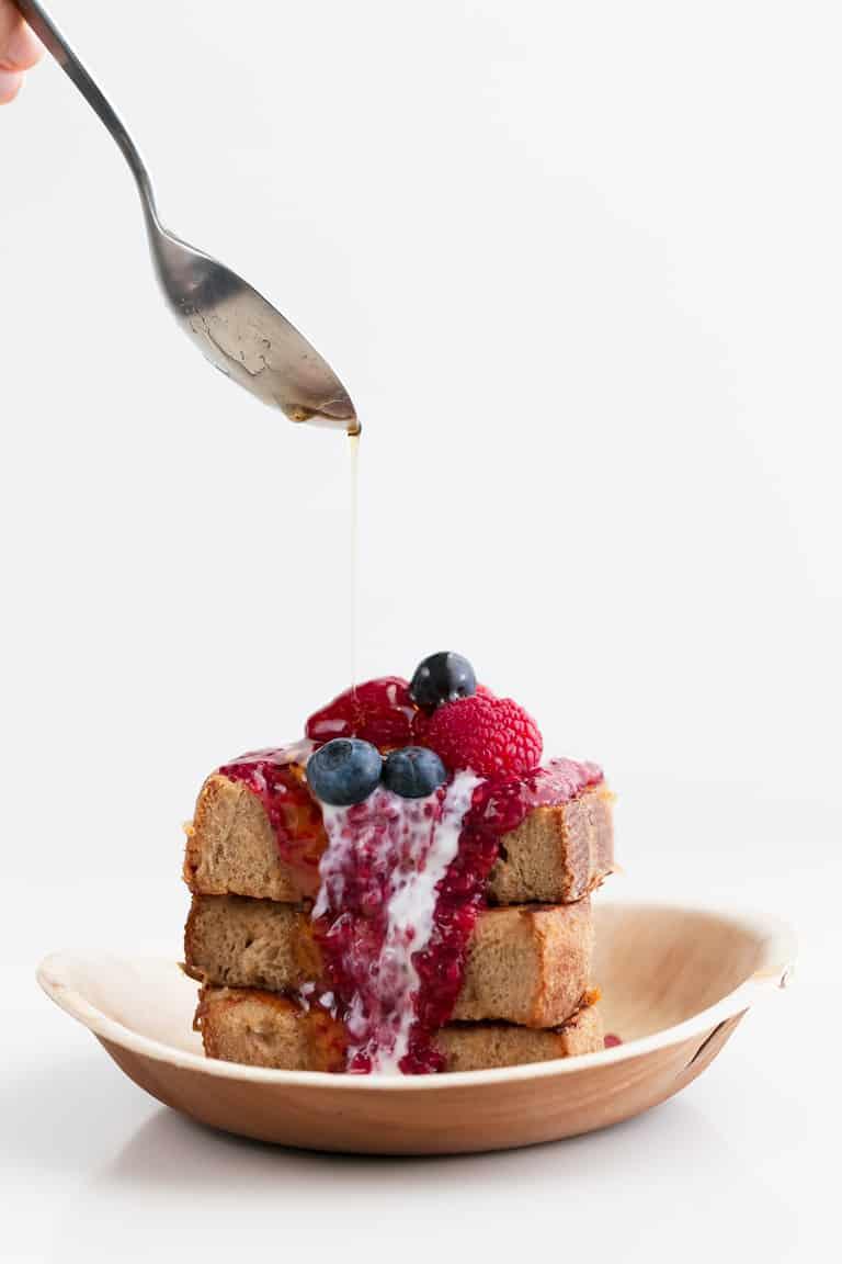 Tostadas Francesas o French Toast Veganas - Para preparar estas tostadas francesas o French toast veganas sólo necesitas 8 ingredientes y son un desayuno o postre muy goloso, pero hecho con ingredientes naturales. #vegano #danzadefogones