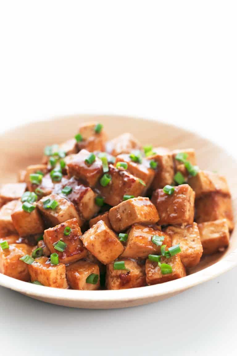Tofu Marinado - Tofu marinado, una receta muy básica pero imprescindible si quieres aprender a cocinar tofu y hacer que sepa bien. ¡Sólo necesitas 8 ingredientes y 20 minutos! #vegano #singluten #danzadefogones