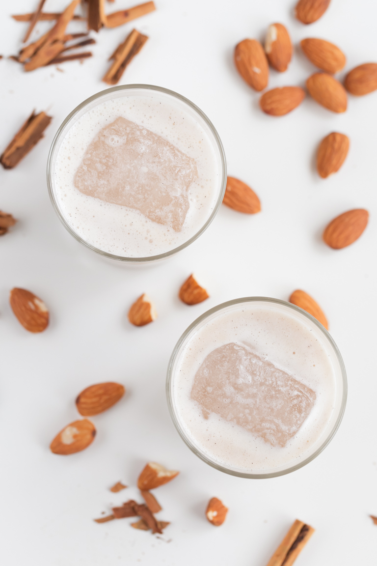 Horchata de Arroz Vegana. - La horchata de arroz vegana es una bebida muy refrescante si la servimos fría o con hielo, pero también se puede utilizar como cualquier otra leche vegetal. #vegano #singluten #danzadefogones