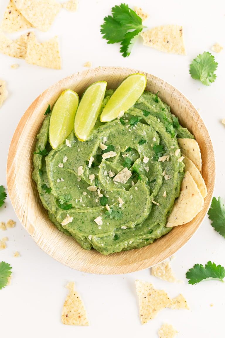 Dip de Guacamole. - Para preparar este dip de guacamole sólo se necesitan 6 ingredientes, está listo en 5 minutos y puedes servirlo con nachos o crudités. #vegano #singluten #danzadefogones