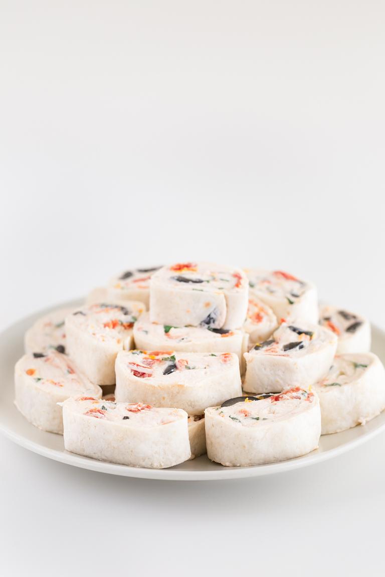 Espirales o Pinwheels Veganos. - Estos sabrosos espirales o pinwheels veganos se preparan en 15 minutos con tan sólo 5 ingredientes. Son el aperitivo perfecto para celebraciones y fiestas. #vegan #vegano #glutenfree #singluten #danzadefogones
