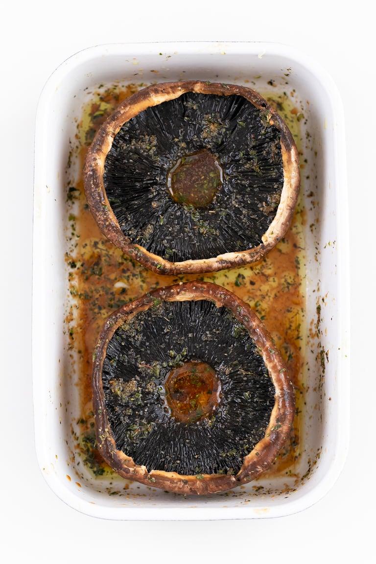 Filetes de Portobello. - Puedes preparar estos filetes de portobello en 25 minutos y con tan sólo 7 ingredientes. Son una alternativa vegetal y más sana al filete de ternera. #vegano #singluten #danzadefogones