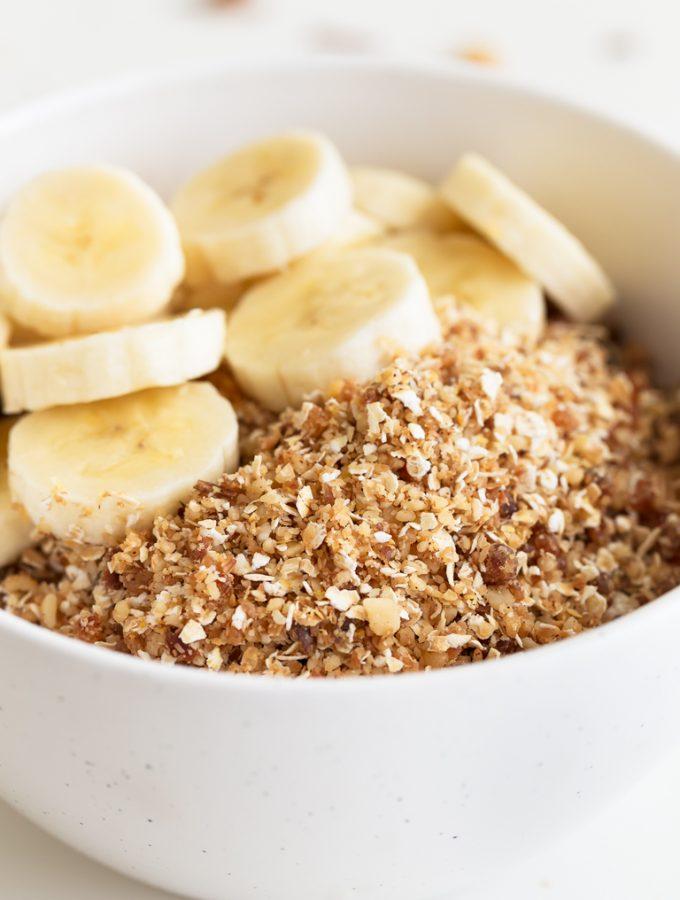 Rawnola Vegana. - Esta rawnola vegana no es más que una granola cruda hecha en 5 minutos y con tan sólo 5 ingredientes. Es una opción muy sana para desayunar o como snack. #vegan #vegano #glutenfree #singluten #danzadefogones