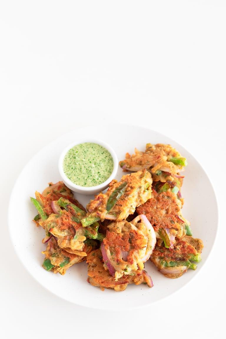 Pakoras de Verduras. - Estas pakoras de verduras se preparan en 30 minutos con ingredientes fáciles de conseguir. Es un aperitivo típico de la cocina india, que está delicioso. #vegano #singluten #danzadefogones