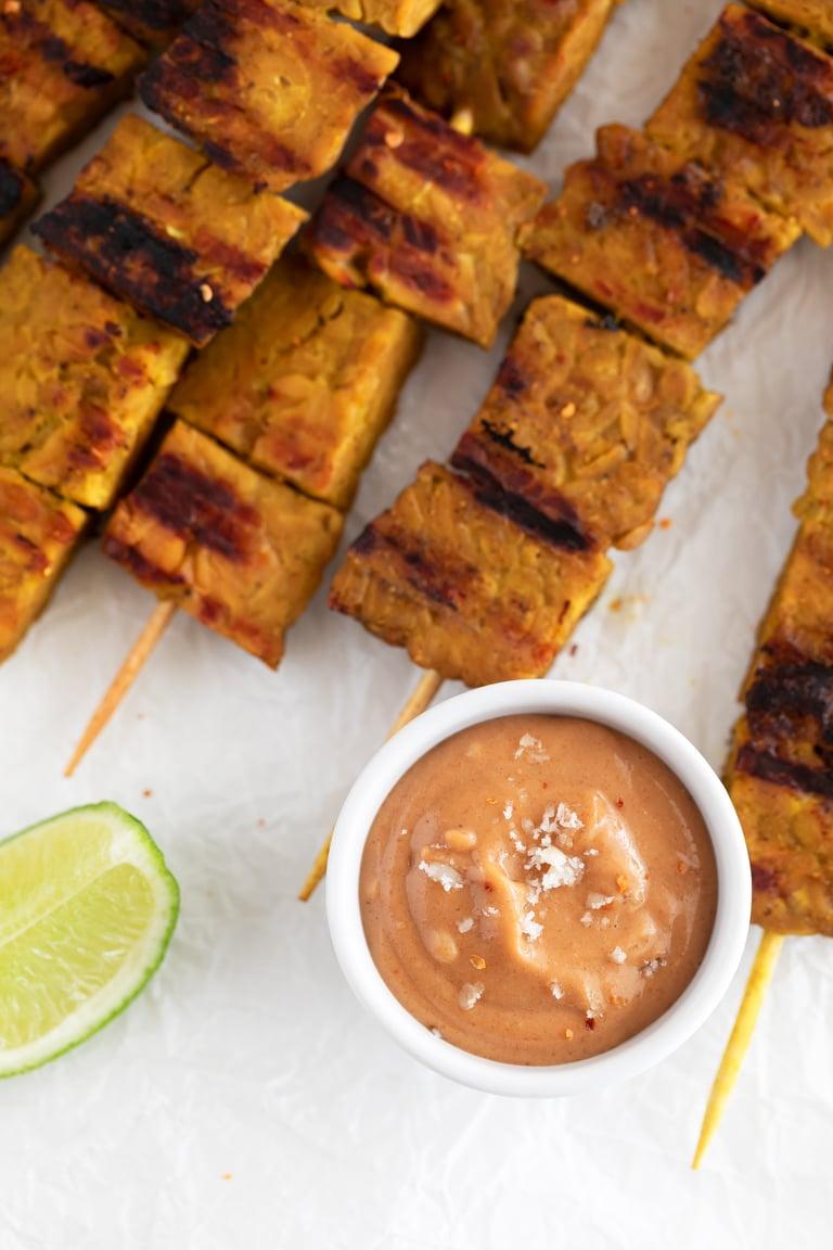 Salsa de Cacahuete. - La salsa de cacahuete es típica de la cocina tailandesa y se prepara en menos de 5 minutos, con sólo 7 ingredientes. Es cremosa y tiene un sabor increíble. #vegano #singluten #danzadefogones