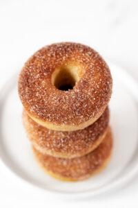 Foto de 3 donuts veganos caseros