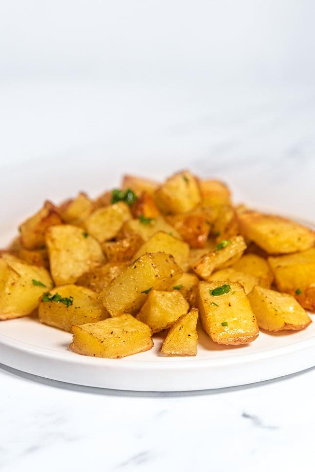 Foto de perfil de un plato de patatas asadas