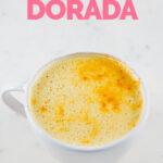 Foto de una taza de leche dorada con las palabras leche dorada
