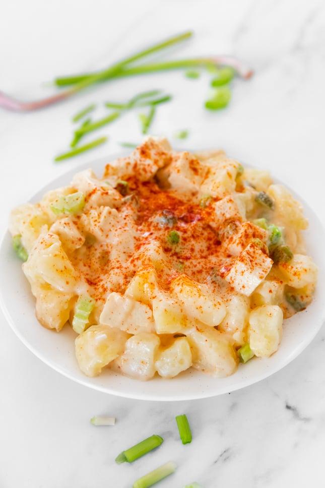 Foto de un plato de ensalada de patata