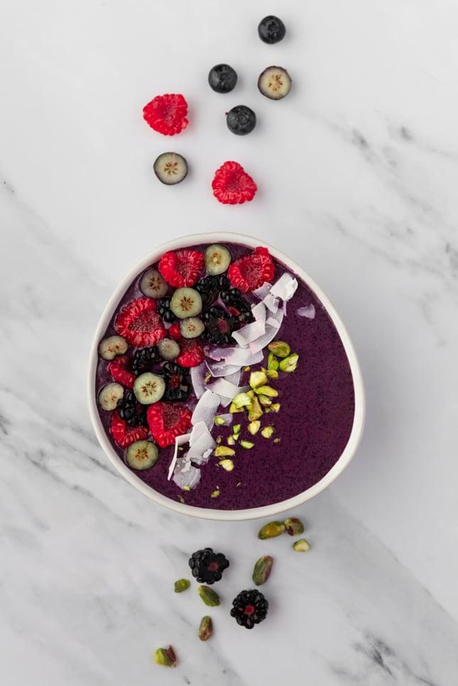 Foto desde arriba de un smoothie bowl