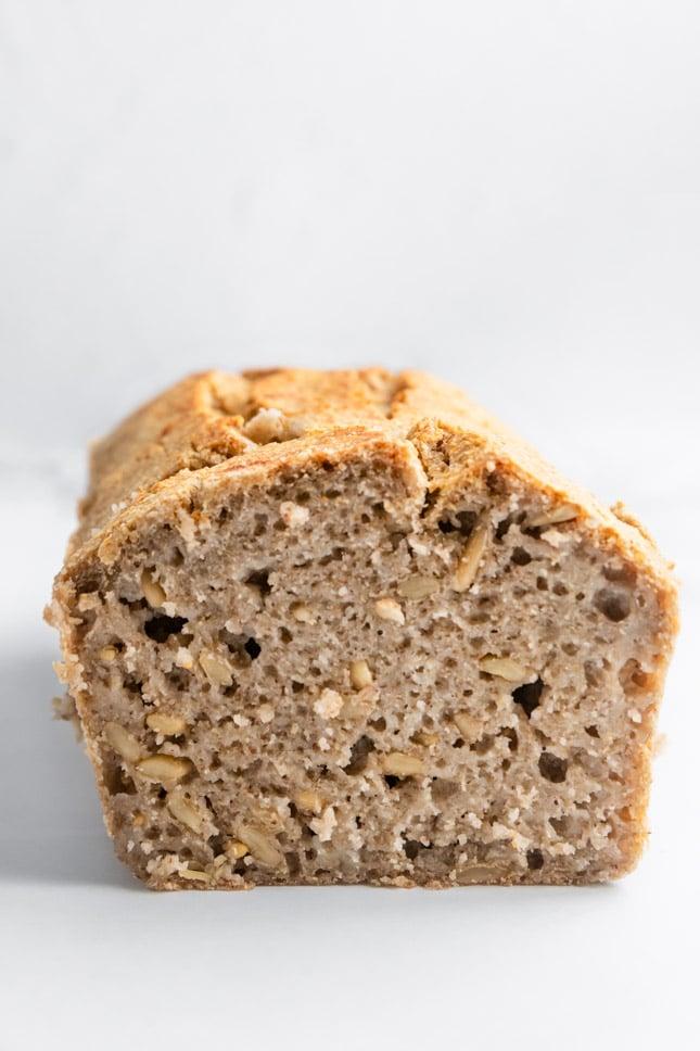 Foto de perfil de un pan sin gluten