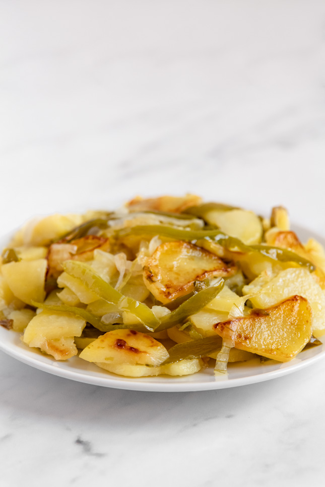 Foto de perfil de un plato de patatas a lo pobre