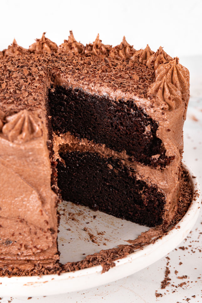 Foto de una tarta de chocolate cortada